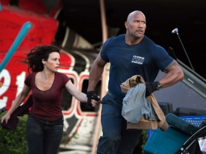 Dwayne Johnson & Carla Gugino in 'San Andreas'