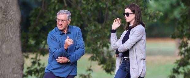 Robert De Niro & Anne Hathaway in 'The Intern'
