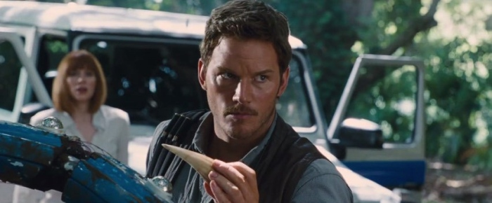 Bryce Dallas Howard & Chris Pratt in 'Jurassic World'