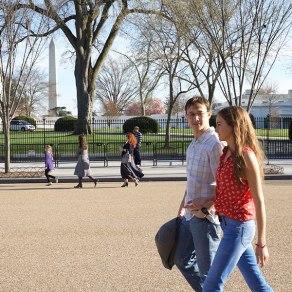 Joseph Gordon-Levitt & Shailene Woodley in 'Snowden'