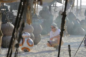 BB8 & J.J. Abrams on set 'Star Wars: The Force Awakens'