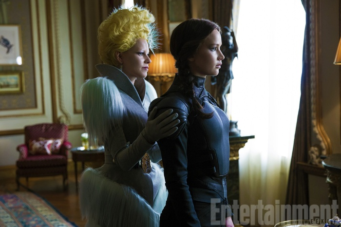 Elizabeth Banks & Jennifer Lawrence in 'The Hunger Game: Mockingjay - Part 2'