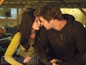 Jennifer Lawrence & Liam Hemsworth in 'The Hunger Games: Mockingjay - Part 2'