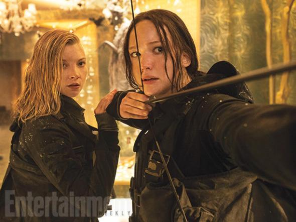 Natalie Dormer & Jennifer Lawrence in 'The Hunger Games: Mockingjay - Part 2'