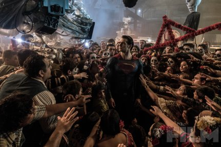 Henry Cavill as Superman on set 'Batman V Superman: Dawn of Justice'
