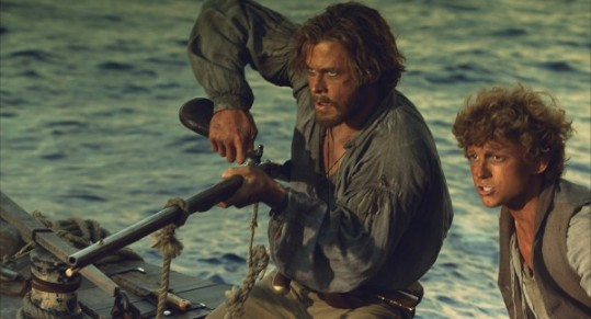 chris-hemsworth-tom-holland-in-the-heart-of-the-sea-600x324