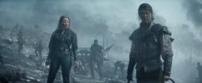 Jessica Chasten & Chris Hemsworth in 'The Huntsman: Winter's War'