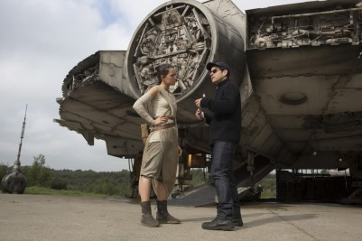 Daisy Ridley & J.J. Abrams on set 'Star Wars: The Force Awakens'
