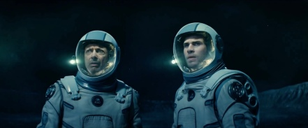 Jeff Goldblum & Liam Hemsworth in INDEPENDENCE DAY: RESURGENCE