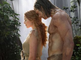 Margot Robbie & Alexander Skarsgard in THE LEGEND OF TARZAN