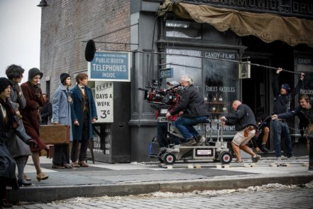 Katherine Waterston & Eddie Redmayne on set 'Fantastic Beasts and Where to Find Them'