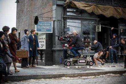 Katherine Waterston & Eddie Redmayne on set 'Fantastic Beasts and Where to Find Them'