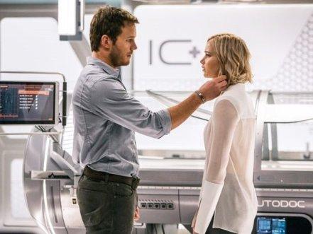 Chris Pratt & Jennifer Lawrence in Passengers