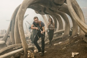 Tom Hiddleston & Brie Larson in Kong: Skull Island
