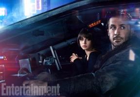 Ana De Armas & Ryan Gosling in Blade Runner 2049