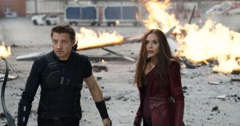 Jeremy Renner & Elizabeth Olsen in Captain America: Civil War