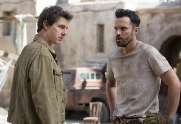 Tom Cruise & Jake Johnson in The Mummy