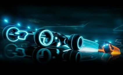 tron-legacy-light-runner-photo-378391-s-1280x782-photo-463485-s-original