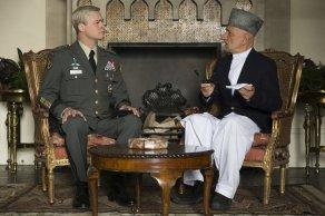 Brad Pitt & Ben Kingsley in War Machine