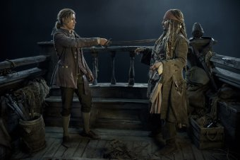 Brenton Thwaites & Johnny Depp in Pirates of the Caribbean: Dead Men Tell No Tales
