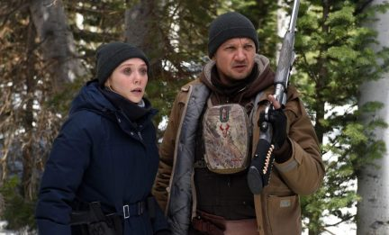Elizabeth Olsen & Jeremy Renner in Wind River