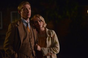 Domhnall Gleeson & Margot Robbie in Goodbye Christopher Robin
