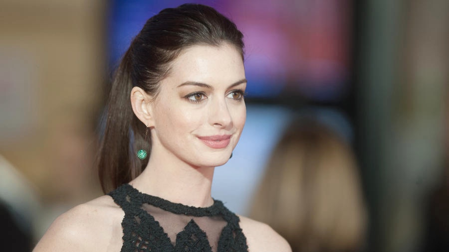 Anne Hathaway Is Being Eyed to Replace Amy Schumer in the ...
