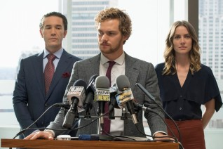 Tom Pelphrey, Finn Jones & Jessica Stroup in Iron Fist S1