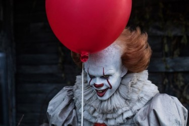 it-movie-bill-skarsgard-pennywise-600x400