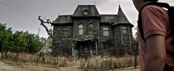 it-movie-image-house-600x248
