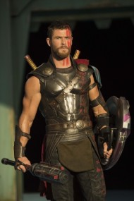 thor-ragnarok-chris-hemsworth-3-399x600