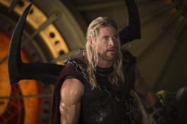 thor-ragnarok-chris-hemsworth-5-600x399