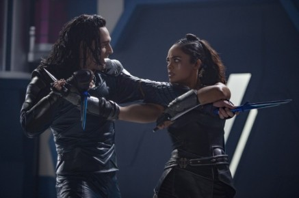 thor-ragnarok-tom-hiddleston-tessa-thompson-600x399