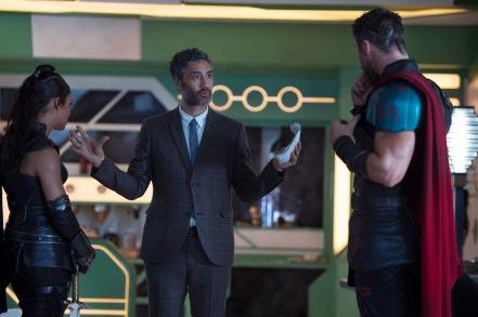 Tessa Thompson, Taika Waititi & Chris Hemsworth on set Thor: Ragnarok