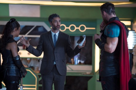 Tessa Thompson, Taika Waititi & Chris Hemsworth on set Thor: Ragnarok