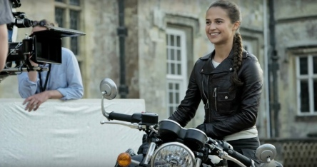Alicia Vikander on set Tomb Raider