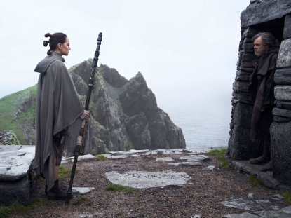 Daisy Ridley & Mark Hamill in Star Wars: The Last Jedi