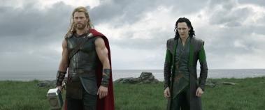 Chris Hemsworth & Tom Hiddleston in Thor: Ragnarok