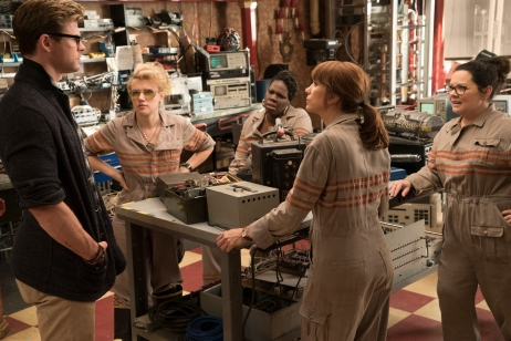 Chris Hemsworth, Kate McKinnon, Kristen Wig, Melissa McCarthy & Leslie Jones in Ghostbusters