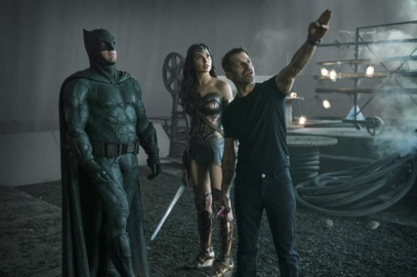 justice-league-ben-affleck-gal-gadot-zack-snyder-set-photo-600x400