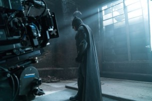 justice-league-ben-affleck-set-photo-600x400