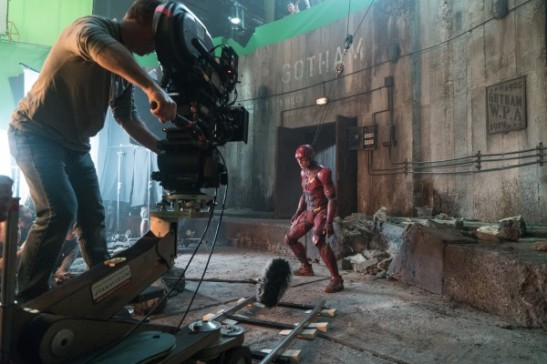 justice-league-ezra-miller-set-photo-600x400