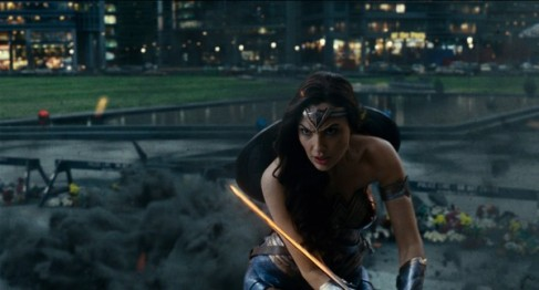 justice-league-gal-gadot-2-600x324