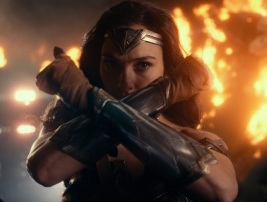 justice-league-gal-gadot-3-600x456