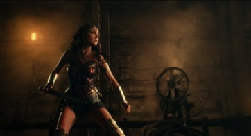 justice-league-gal-gadot-4-600x325