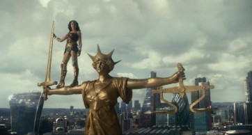 justice-league-gal-gadot-5-600x323