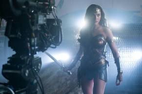 justice-league-gal-gadot-set-photo-600x400