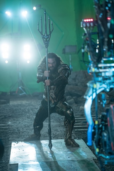 justice-league-jason-momoa-set-photo-400x600