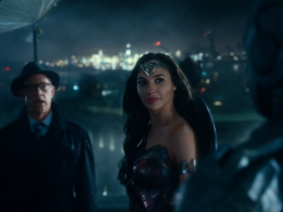 justice-league-jk-simmons-gal-gadot-600x450