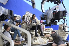 Taika Waititi & Tessa Thompson on set Thor: Ragnarok
